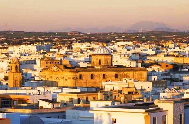 Juzgado de Cádiz anula IRPH e interés de demora en hipoteca de UCI, dejando préstamo sin interés
