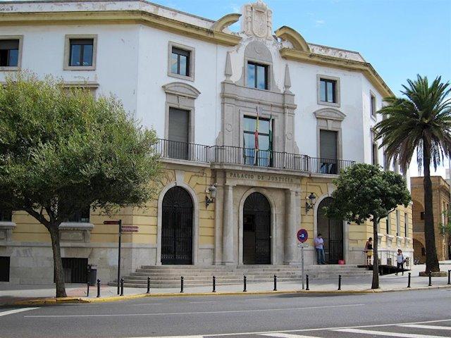 Audiencia Provincial Cádiz declara nulidad cláusula de gastos